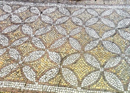 Древнегреческая мозаика в Херсонесе. (Пол прибрежного храма. Ок. IV в. н. э.