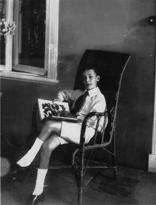Вл. Набоков с альбомом бабочек. Рождествено. Август 1908