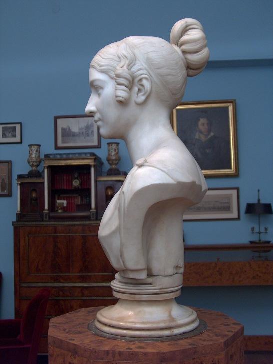 Мраморный бюст из музея Смирновых в Тбилиси