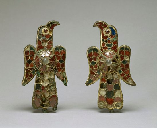 1024px-visigothic_-_pair_of_eagle_fibula_-_walters_54421_54422_-_group